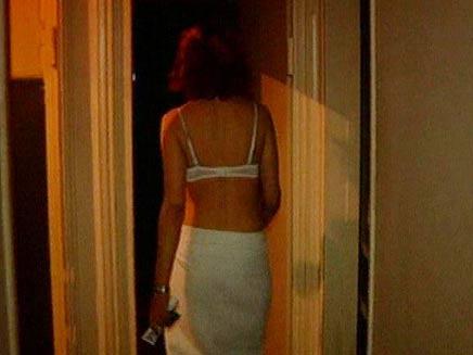 נשים בתעשיית המין חיות בתנאי עבדות מודרנ (צילום: חדשות 2)