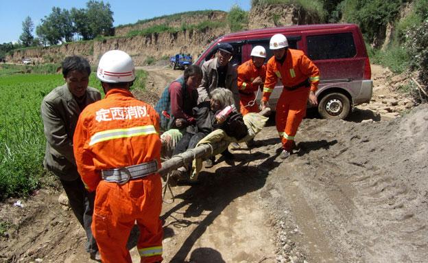 חילוץ מרעידת אדמה, אילוסטרציה (צילום: רויטרס)