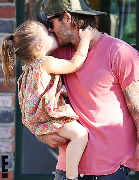 הארפר מנשקת את דיוויד בקהאם
