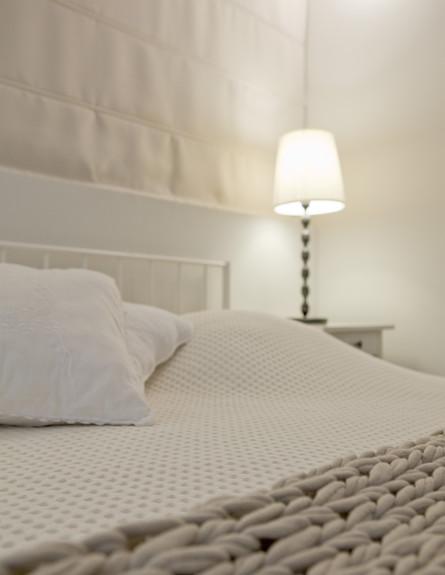 תל אביבית, חדר שינה כרית גובה (צילום: הגר דופלט)