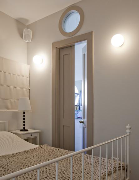 תל אביבית, חדר שינה מיטה גובה (צילום: הגר דופלט)