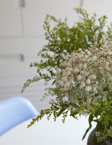 תל אביבית, ינת אוכל פרחים גובה (צילום: הגר דופלט)