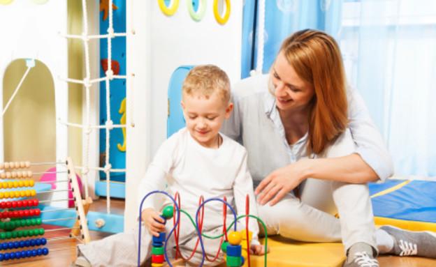אמא משחקת עם ילד (צילום: אימג'בנק / Thinkstock)