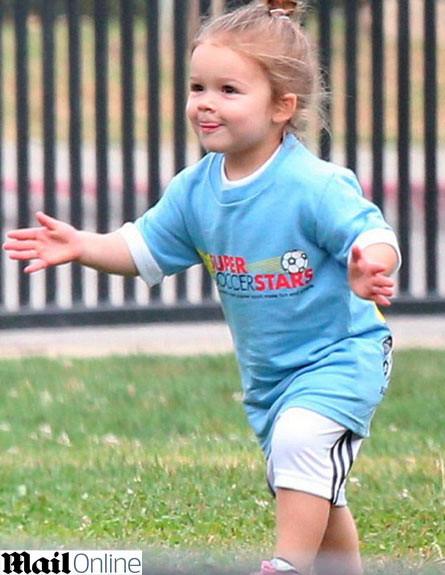 הארפר בקהאם משחקת כדורגל