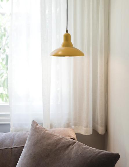 תל אביבית, סלון מנורה גבוה (צילום: הגר דופלט)