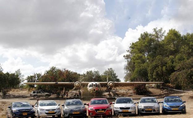 משפחתיות סדאן: פוקוס מאזדה 3 יונדאי i35 פורטה אימפרזה אוקטביה קורו (צילום: נעם וינד)