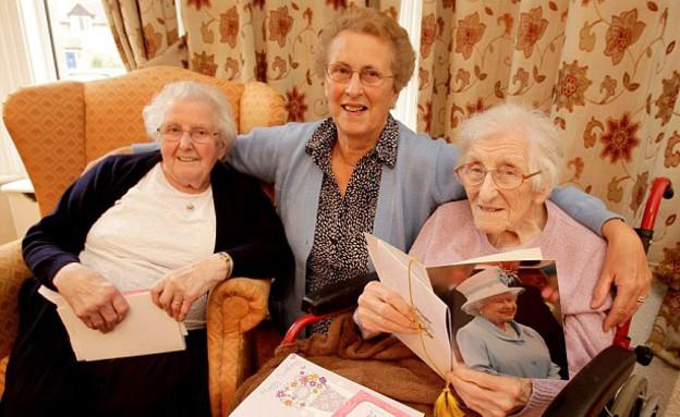 האחיות הכי מבוגרות (צילום: צילום מסך daily mail, MailOnline)