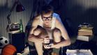 צעיר בחדר מבולגן סטונדט (צילום: אימג'בנק / Thinkstock)