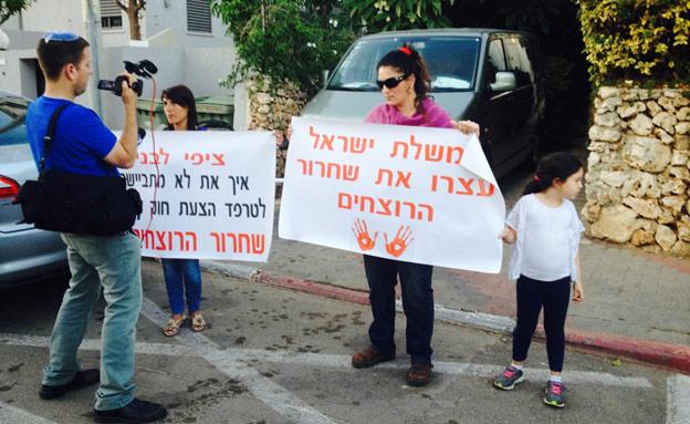 הפגנה נגד שחרור המחבלים, אתמול (צילום: מוניס זחאלקה, חדשות 2)