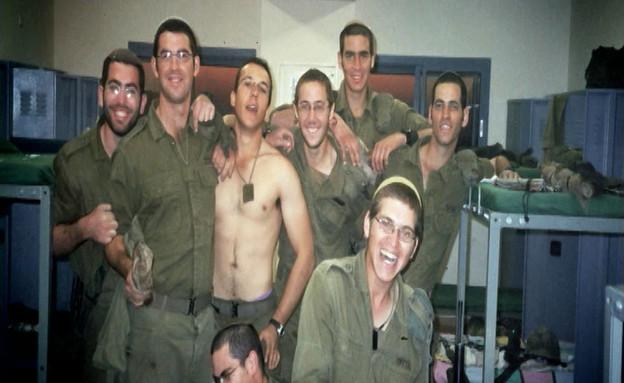 אלון טאוב בימי השירות הצבאי (צילום: תומר ושחר צלמים)
