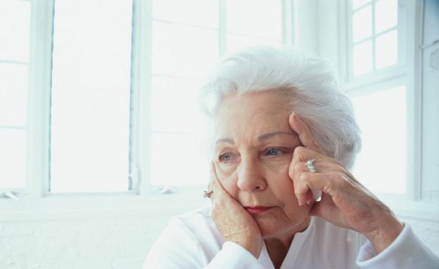 קשישה מוטרדת (צילום: אימג'בנק / Thinkstock)