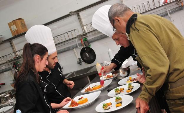 """תחרות הבישול הבריא בצהל (צילום: דובר צה""""ל)"""