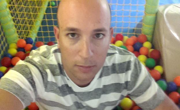 שי גל בבריכת כדורים (צילום: שי גל 2, צילום ביתי)