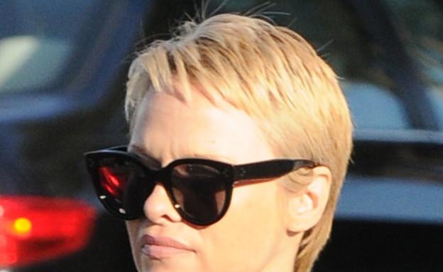 פמלה אנדרסון בשיער קצוץ (צילום: V Labissiere / Splash News, Splash news)