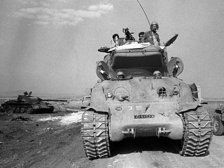 177 טנקים מול 500 (צילום: AP)