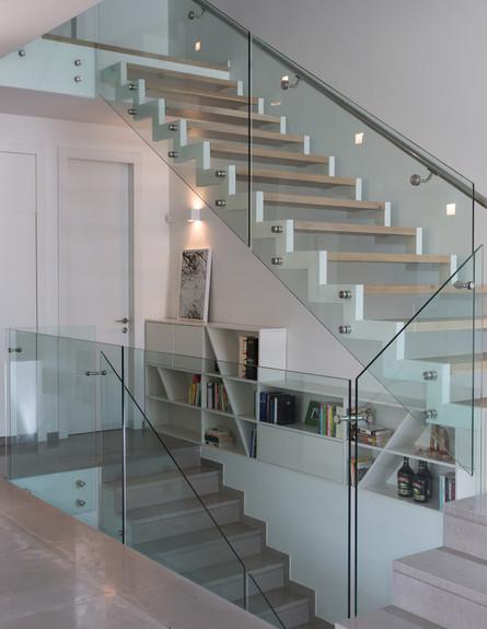 שרון ויזר חדש, מדרגות גובה