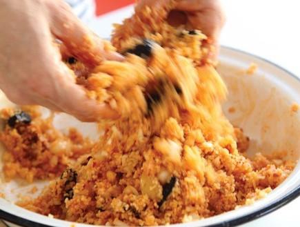 סלט קוסקוס תוניסאי עם טונה, לימון כבוש, הריסה וזית (צילום: דניה ויינר, בואו לאכול: ארוחות מהירות ב-10-20-30 דקות, ידיעות ספרים)