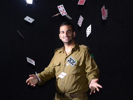 קוסם צבאי (צילום: ספיר ברונזברג, עיתון