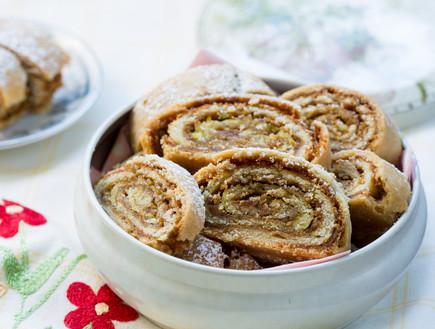 עוגיות מגולגלות עם ממרח תמרים (צילום: בני גם זו לטובה, אוכל טוב)