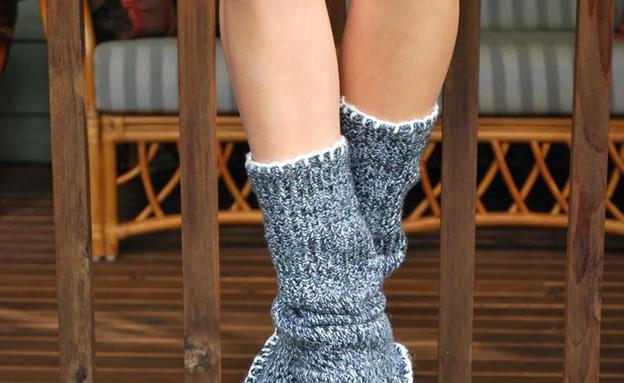 נעלי בית, סוודר סופי (צילום: drawingsunderthetable.blogspot .ca)