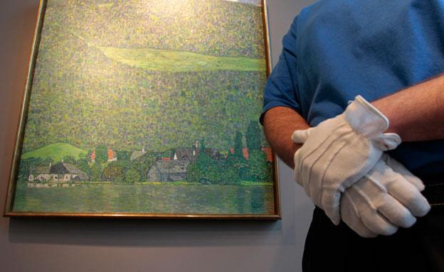 אחת מיצירות האומנות שנמצאה בדירה (צילום: רויטרס)