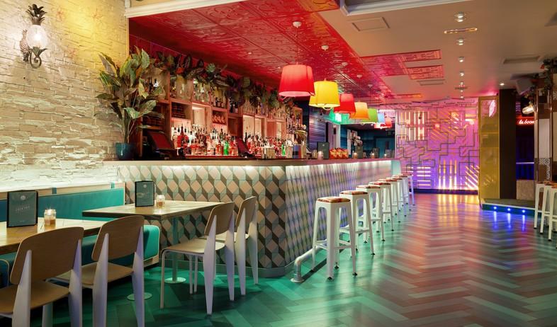 מסעדה לונדון, בר. (צילום: DTWO Design)