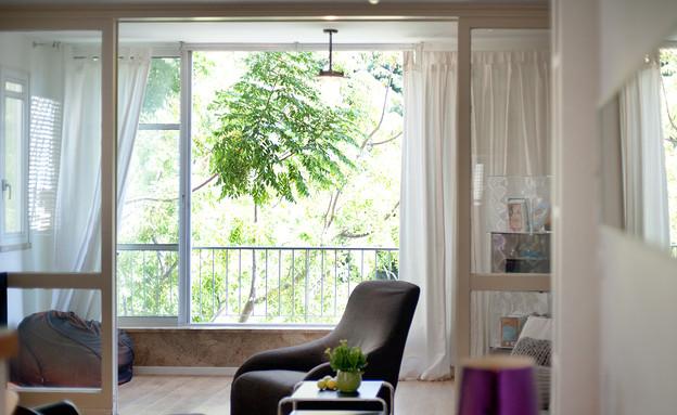 מיכל שלגי, מרפסת וסלון (צילום: עומרי אמסלם)