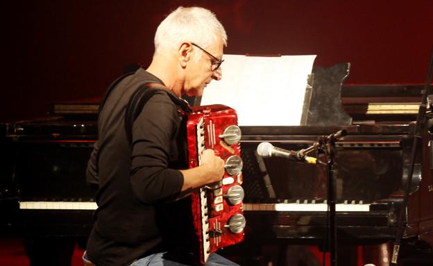 משה לוי בהופעה של עידן עמדי פסטיבל הפסנתר (צילום: אורית פניני)