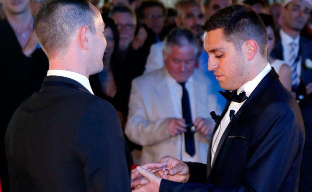 חתונה חד-מינית בצרפת (צילום: רויטרס)