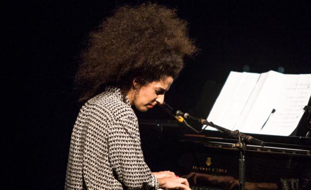 מחווה לאלבום קלף, פסטיבל הפסנתר, עינב ג'קסון כהן (צילום: אביחי לוי)