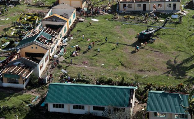 אלפים נותרו ללא קורת גג (צילום: רויטרס)