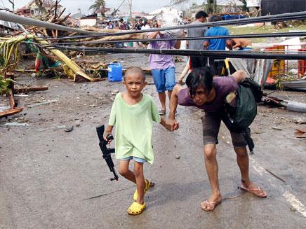 מאות אלפים פונו מבתיהם