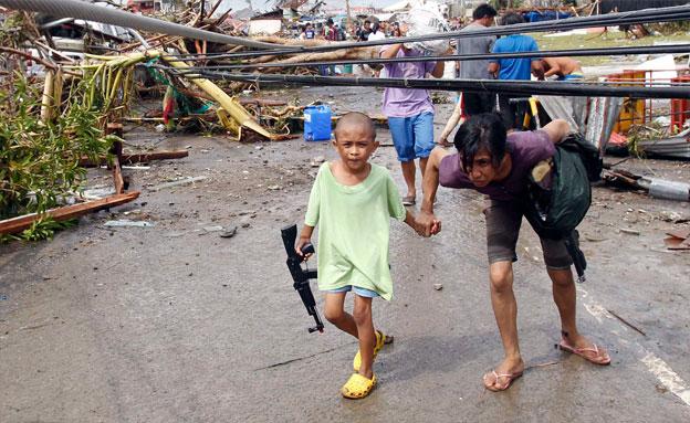 מאות אלפים פונו מבתיהם (צילום: רויטרס)