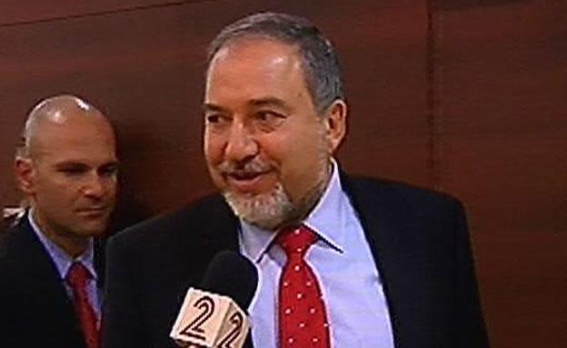 חוזר למשרד החוץ ולא מתרגש. ליברמן, ארכיון (צילום: חדשות 2)