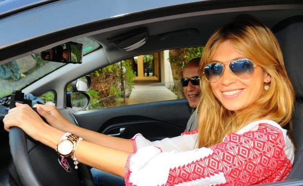 פאולינה אלברשטיין לומדת נהיגה (צילום: ברק פכטר)