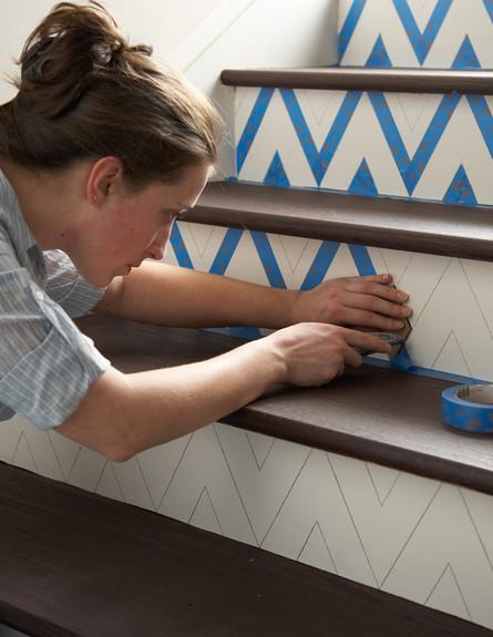שדרוג מדרגות, כחול לבן אישה (צילום: www.homedepot.com)