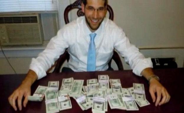 """ארה""""ב: רב קנה שולחן - ומצא מטמון (צילום: חדשות 2)"""
