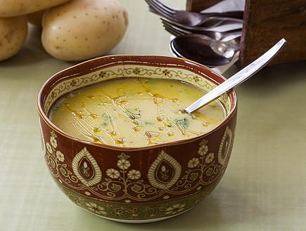 מרק בשר ותפוחי אדמה (צילום: אסף אמברם, אוכל טוב)