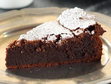 עוגת שוקולד איטלקית פרוסה (צילום: חן שוקרון, אוכל טוב)