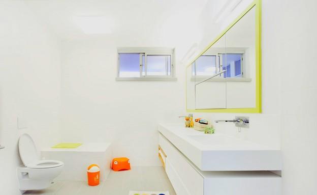 קומת ילדים, חדר רחצה מראה (צילום: שרון קנה)
