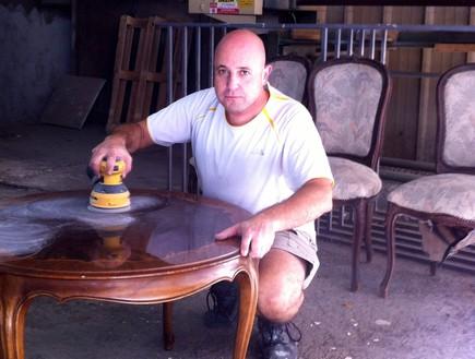 רועי קליין מחדש רהיטים