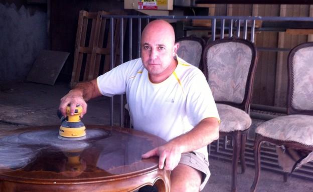 רועי קליין מחדש רהיטים (צילום: תומר ושחר צלמים, צילום ביתי)