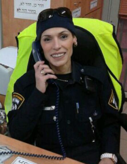 לילך ממוקה במשרד (צילום: אור מני, משטרת ישראל)