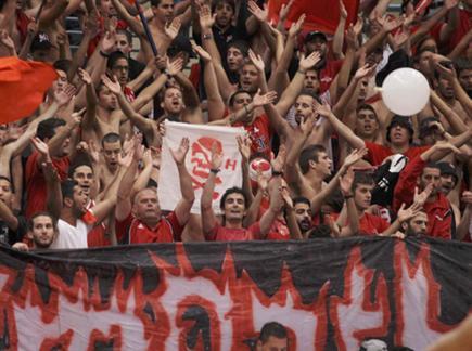 בדרבי הזה רק אוהדים באדום (אלן שיבר) (צילום: ספורט 5)