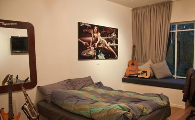 אמיר גולן, חדר גיטרות (צילום: סיגל סבן)