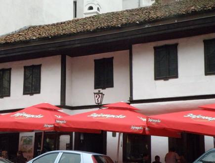 בית קפה סימן שאלה בבלגרד, טיולים מפתיעים