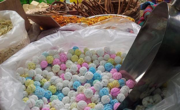 ממתק חומוס בדוכן התבלינים של סעיד שוק עכו העתיקה (צילום: נועה יחיאלי, אוכל טוב)
