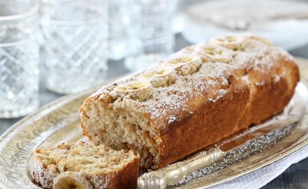עוגת בננות, קוקוס וחמאת בוטנים מוכנה (צילום: חן שוקרון, אוכל טוב)