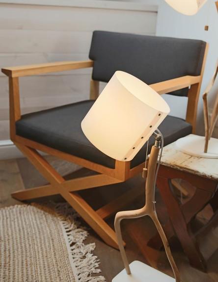 הפקת אור, אייל רגב כיסא גובה (צילום: לימור הרצוג אהרוני)