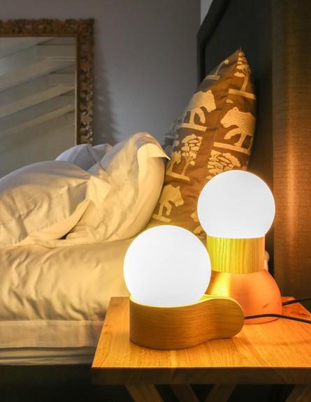 הפקת אור, אסף וינברום מנורות גובה (צילום: לימור הרצוג אהרוני)